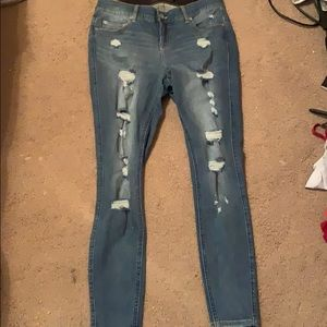 Torrid ripped jeans **NEVER WORN